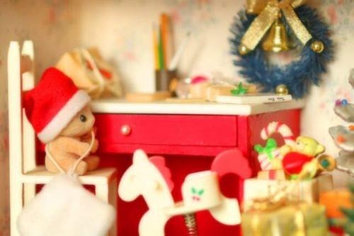 クリスマス仕様のドールハウス