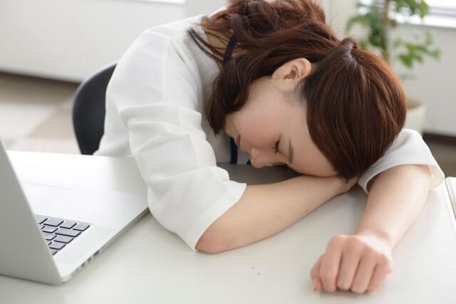 ストレスで疲労している女性