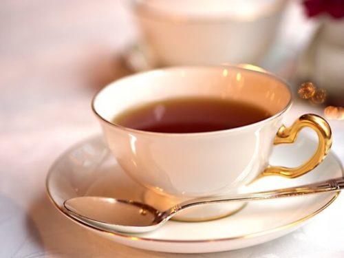 淹れ立てのメープル紅茶