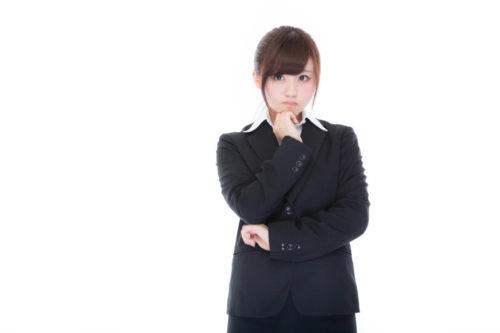 アミノ酸のメリットを考える女性