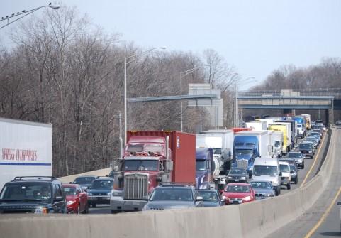 大渋滞が起こっている道路