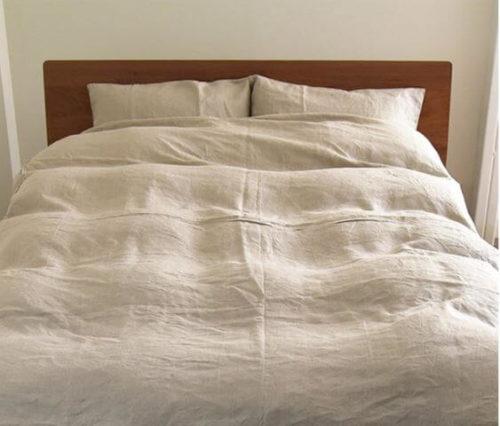 リネンのシーツを使ったベッド