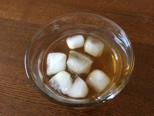 夏においしい冷やしあめの入ったグラス