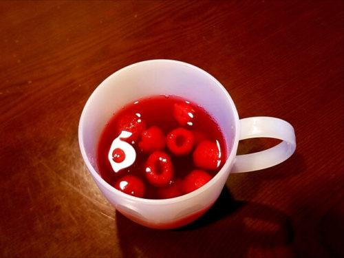 ラズベリーティーが入っているカップ