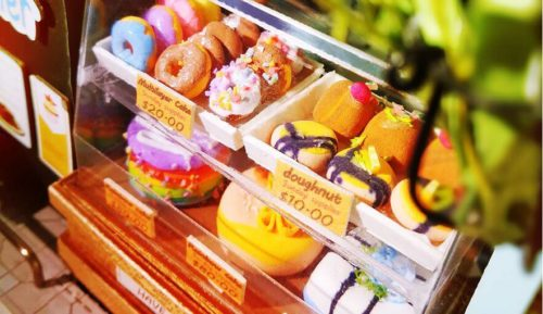 つくるんですのデザートキットの中に飾っているカラフルなお菓子