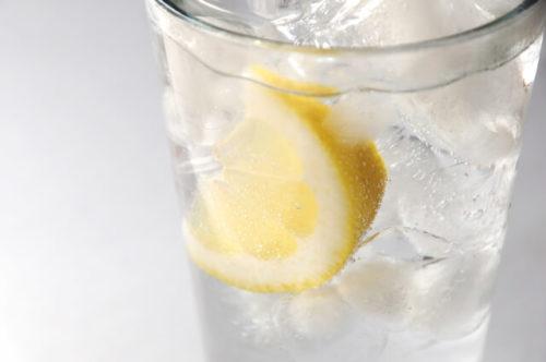レモンスカッシュの入ったグラス