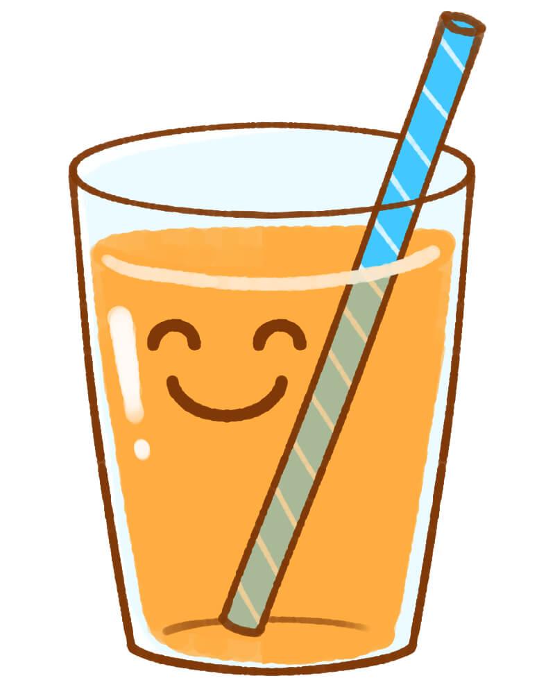 オレンジジュースの入ったコップにマイストローを使っている