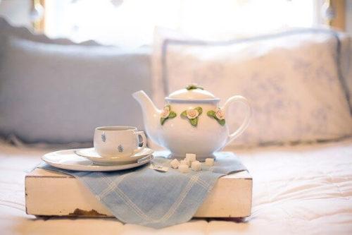 ティーポットで紅茶を淹れてある