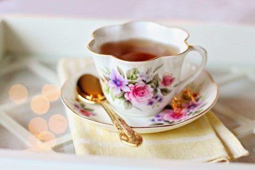 紅茶が入ったティーカップ