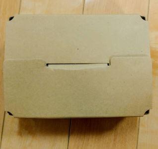 「大地を守る会」から宅配された「ミニトマト」の箱の外観