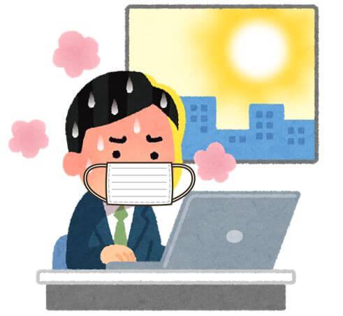 マスクをつけてオフィスで仕事をしているけれども、体に熱がこもって疲れている男性