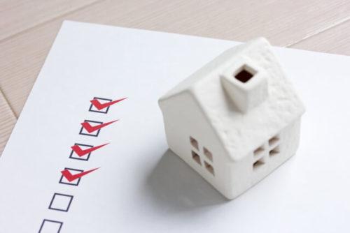 アンケートの回答と家の模型
