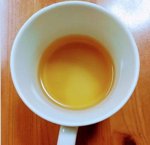 メープルシロップのお湯割りが入ったカップ